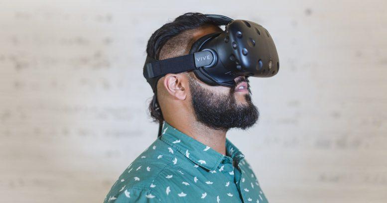 VR映像はヘッドマウントディスプレイを主に用います